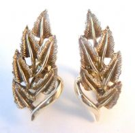 Vintage Jewelcraft Large Climbing Leaf Clip On Earrings.